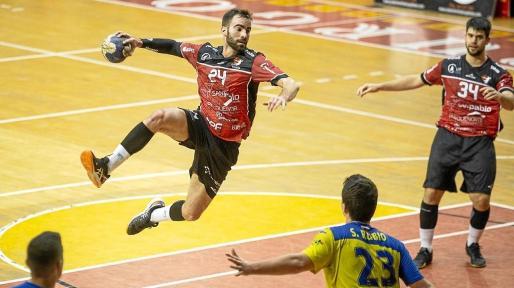 Javier Rodríguez, durante un partido con el Burgos.