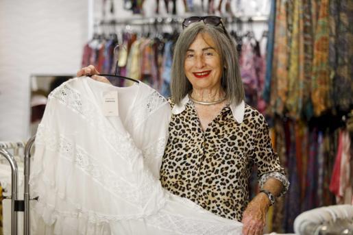 La diseñadora Melania Piris el jueves por la mañana en la tienda que tiene en el céntrico barrio de la Marina.