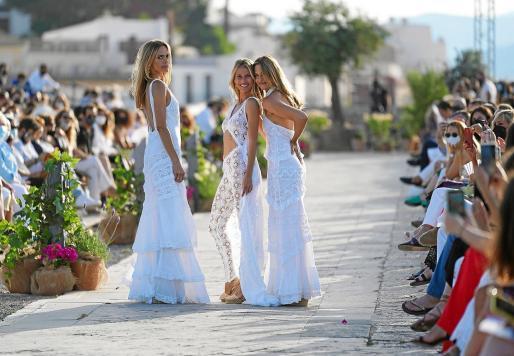 Las modelos Verónica Blume, Martina Klein y Vanesa Lorenzo fueron la gran sorpresa de esta edición.