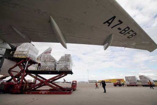 Imagen de archivo de un avion con material sanitario de China aterrizado en Madrid.