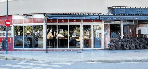 Negocios del centro de Ibiza cerrados con los carteles reclamando las ayudas.