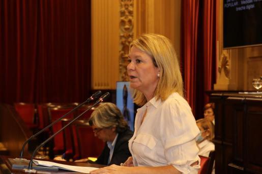 La diputada del PP Nuria Riera en una intervención en el Parlament.