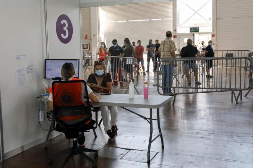 Vacunación en el Recinto Ferial de Ibiza.