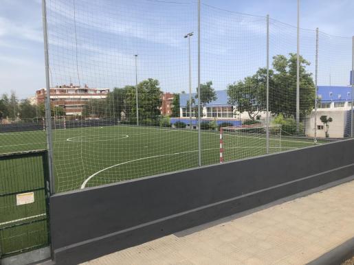 Una imagen de una de las dos pistas de fútbol sala del complejo deportivo de Can Misses.