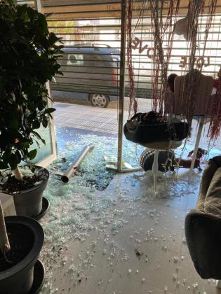 Una de las tiendas de Vila que fue víctima del 'ladrón del bolardo'.