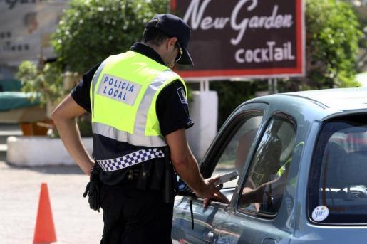 Imagen de archivo de un control policial en Ibiza.