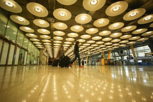 Archivo - El Gobierno prorroga la limitación de vuelos con Reino Unido, Brasil y Sudáfrica - Ricardo Rubio - Europa Press - Archivo