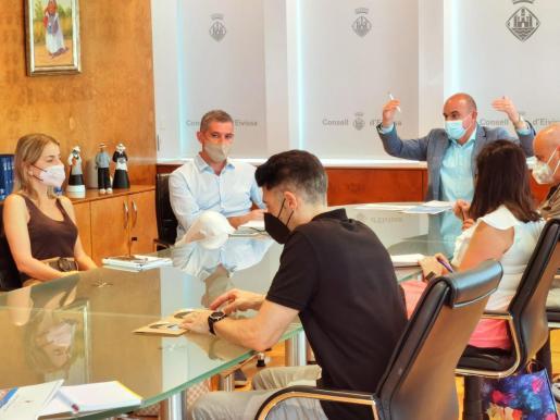 Un momento de la reunión celebrada en la sede del Consell de Ibiza.