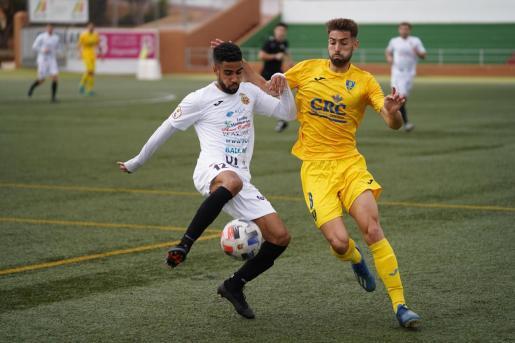 Una acción del partido entre la Peña Deportiva y el Orihuela de la pasada temporada.