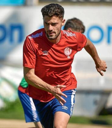 Samu Pinto, en acción durante un entrenamiento del Olot de la temporada pasada.