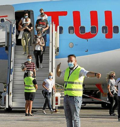 Los principales grupos turísticos han aplazado sus vuelos desde Reino Unido a principios de julio.