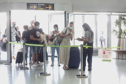 controles sanitarios en puertos y aeropuertos de Baleares hasta el 31 de julio.