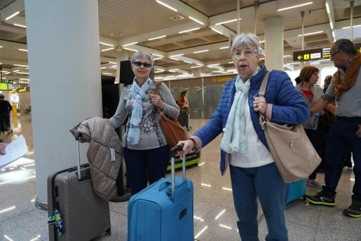 Turistas del Imserso en el aeropuerto de Palma.