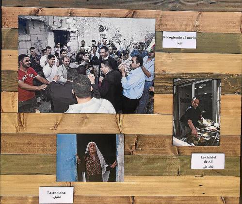 La exposición se compone de una treintena de imágenes sobre paneles en color madera.