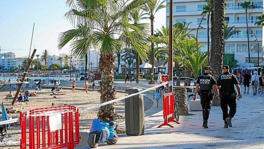 Este es el panorama que se encontraron los que quisieron acercarse hasta las tres playas urbanas que hay dentro del municio de Vila, Ses Figueretes, Talamanca y Platja d'en Bossa.
