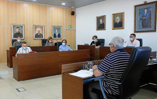 El Pleno debatió durante casi dos horas las mociones sobre los apartamentos Don Pepe.