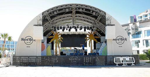 El escenario ya está preparado para la gran fiesta de hoy.