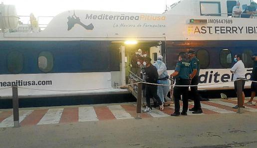 Imagen de archivo del traslado a Ibiza de un grupo de inmigrantes llegados a Formentera.