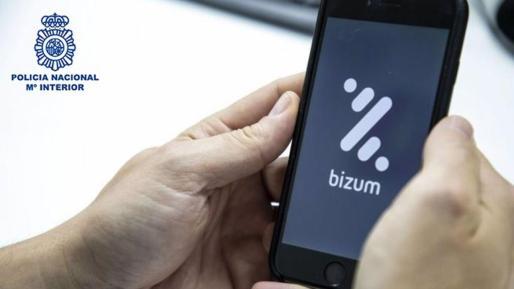 El ciberdelincuente propone hacer una transacción a través de Bizum, pero en lugar de enviar el pago, realizan una solicitud de dinero.