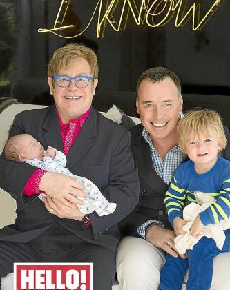 Elton John y David Furnish con sus dos hijos.