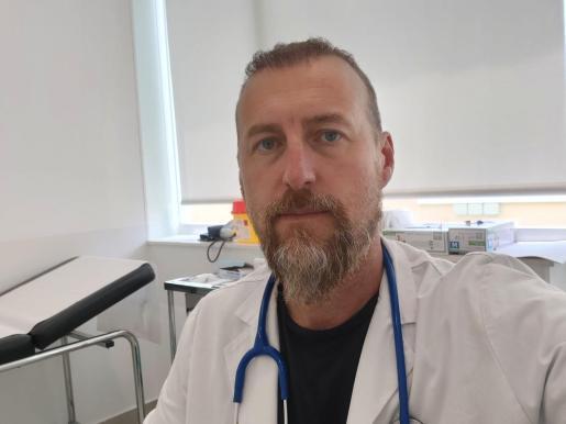 Carlos Fourcade, médico de profesión y presidente del Inter Ibiza, ayer en su consulta.