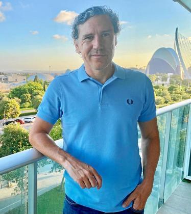 Raúl Garrido posa en Valencia, donde está ultimando sus vacaciones.