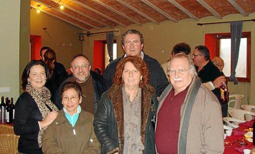 Ramón Servalls junto con Catalina Cunill, Josep Maria Segarra, María Dolores, Magdalena Palou y Jaume Santandreu.