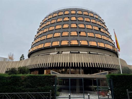 Fachada del edificio del Tribunal Constitucional de España.