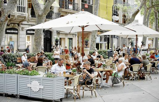 En las terrazas se pueden sentar en estos momentos 12 personas en la misma mesa.