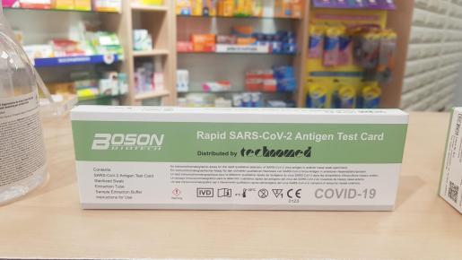 Un test de antígenos, en una farmacia de Ibiza.