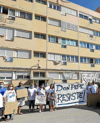 Una de las protestas de los vecinos ante sus viviendas.
