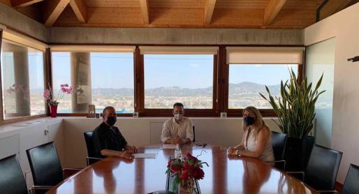 El convenio se firmó ayer con la presencia del alcalde de Vila, Rafa Ruiz, el  administrador diocesano, Vicent Ribas, y la concejala de Turismo, Dessiré Ruiz.