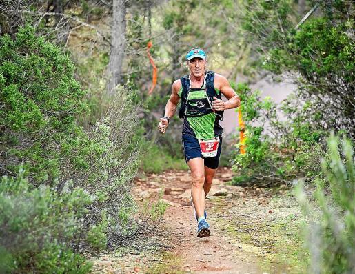 Un atleta, durante una de las pruebas trail que se celebran en Ibiza.
