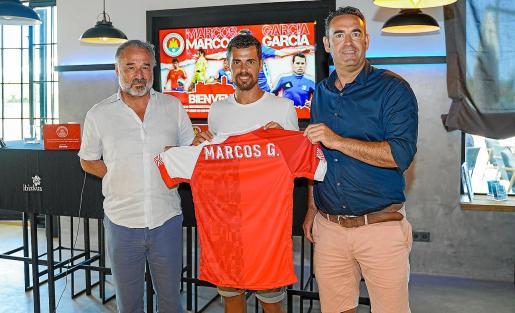 Antonio Palma, Marquitos y Sergio Tortosa, durante la presentación del jugador.