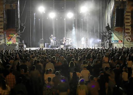 Concierto piloto del grupo Sidonie en Calvià Rodeado de estrictas medidas sanitarias, el grupo hizo vibrar a 3.000 personas en el Mallorca Live Summer.
