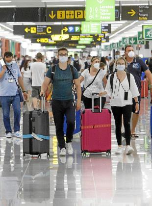 El tráfico de pasajeros británicos en Son Sant Joan crece un 20 %  diariamente desde el pasado lunes.