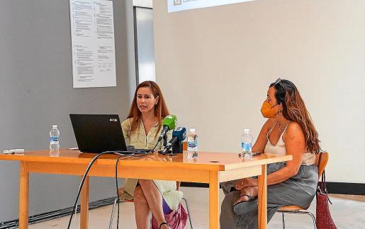La presidenta del colegio, Carmen Navas-Parejo (izquierda) y la tesorera, Amelia Molina.