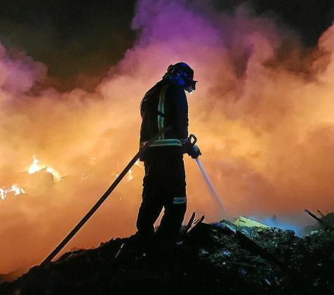 Los bomberos trabajaron durante toda la madrugada.
