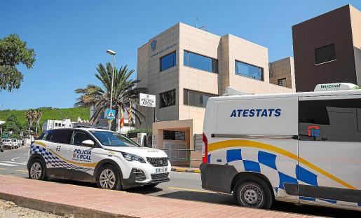 La Policía Local de Santa Eulària acudió a la vivienda ante la denuncia de los vecinos.