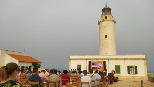 Momentos del acto institucional celebrado este sábado por la tarde en el Far de la Mola, en Formentera.
