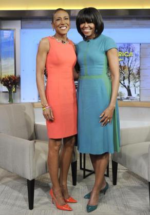 Robin Roberts durante una entrevista con Michelle Obama.