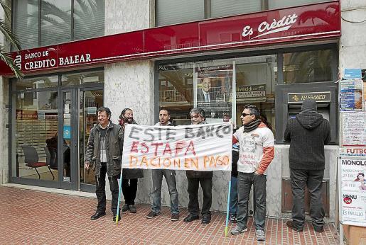 Protesta de la Plataforma de Afectados por la Hipoteca en Eivissa este jueves.