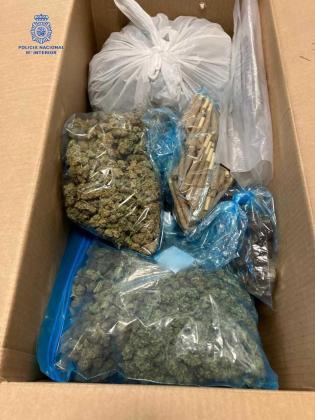 Material confiscado durante el operativo.