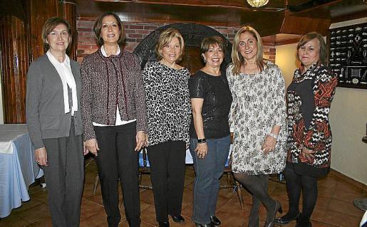 Carmen Lorenzo, Carmen Herranz, María Antonia Capó, Mari Moreno, Dora Collado y Paquita Díaz.