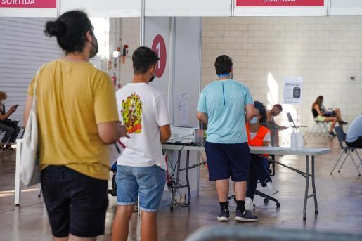 Ibiza es la isla de Baleares que más dosis ha puesto durante el fin de semana en la franja de 12 a 15 años.