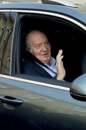 El Rey, a su llegada a la clínica madrileña de La Milagrosa, donde ha sido intervenido.