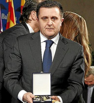 Aurelio Vázquez recogió la Medalla d'Or otorgada a Marilén Pol a título póstumo.