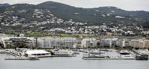 Vista del puerto deportivo Marina Ibiza.