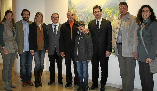 Rosa Vanrell, Javier Fra, Antonia Gil, Joan Rotger, Guillermo Gil con su nieto Guillem Gil, Fernando Gilet, Joan Gil y Xisca Isern.