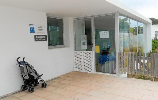 Imagen de archivo la entrada de la escoleta municipal Sa Miranda.